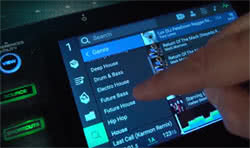 Touchscreen des Denon SC 500 Prime