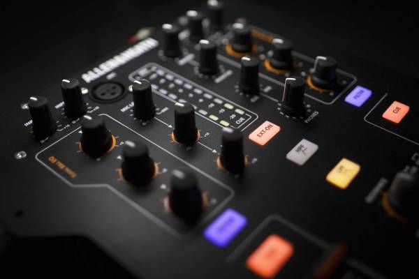 allen heath xone 23c dj mixer 2 kanal mischpult dj mixer battle mixer 23 c ebay. Black Bedroom Furniture Sets. Home Design Ideas